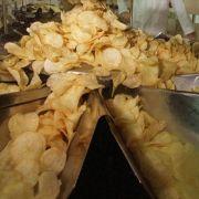 ...zum Beispiel in Kartoffelchips. Traurig aber wahr, einige Hersteller haben ihren Chips Bestandteile von Rind zugesetzt. Kennzeichnen müssen sie das nicht.