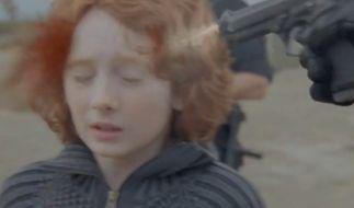 In «Born Free» von M.I.A. muss dieser kleine Junge sterben. (Foto)