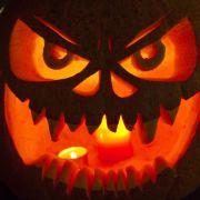 Ein ausgehöhlter Kürbis darf zu Halloween nicht fehlen.