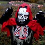 Halloween steht vor der Tür. Viele Kinder ziehen um die Häuser - im Straßenverkehr ist deshalb besondere Vorsicht geboten.