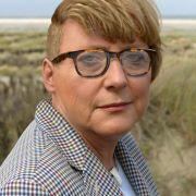 Angie mit Sidecut und Retrobrille: Steht ihr ganz gut oder? Im Netz wird ein Foto von ihr gephotoshoppt und veralbert.
