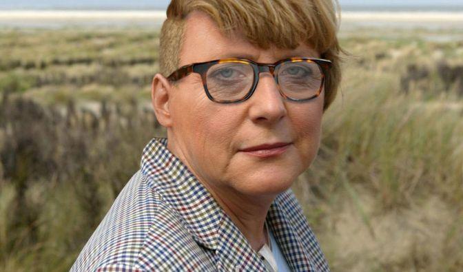 Angie mit Sidecut und Retrobrille: Steht ihr ganz gut oder? Im Netz wird ein Foto von ihr gephotoshoppt und veralbert. (Foto)
