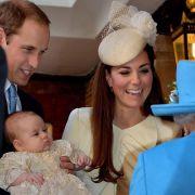 Echtes Jordan-Wasser ist bei der Taufe des Royal-Baby im Einsatz. Große Freude bei Prinz William, Katherine und der Queen.