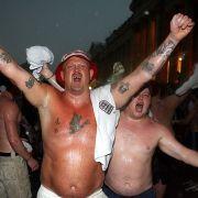 Fett, grölend und besoffen: So kennen und lieben wir die englischen Fans.