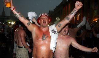 Fett, grölend und besoffen: So kennen und lieben wir die englischen Fans. (Foto)