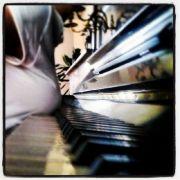 ...oder am Klavier.