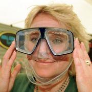 Taucherbrillen, wie sie hier auf der Interboot-Messe in Friedrichshafen vorgestellt wurden, könnten in kalifornischen Pornos künftig Pflicht werden.