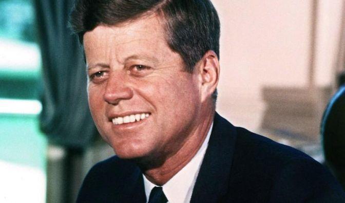 Warum musste JFK sterben? Verschwörungstheoretiker glauben die Antwort zu wissen.