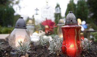 Eine Beerdigung ist teuer. Viele Bestatter machen zusätzlich Kasse. (Foto)