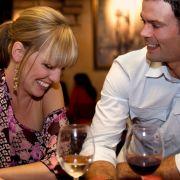 Männer flirten anders als Frauen - doch bei diesen beiden scheint die Chemie zu stimmen.