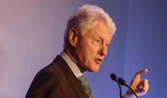 Promis aus der ganzen Welt nehmen Anteil: Bill Clinton hat über Twitter mitgeteilt, dass er für Michael Schumacher betet.