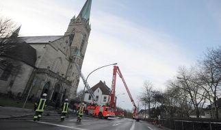 Großeinsatz an Essens höchstem Kirchturm: Nach einem Blitzeinschlag war das Gotteshaus in Brand geraten. (Foto)