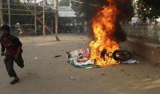 Gewalt, Proteste und Brandanschläge vor Wahl in Bangladesch (Foto)