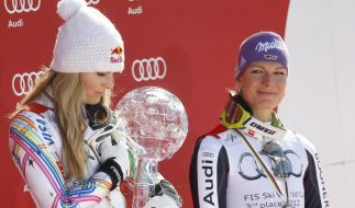 Lindsey Vonn (l) steht 2012 neben Maria Höfl-Riesch auf dem Podest. (Foto)