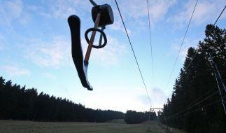 Die Skipiste am Erbeskopf (Rheinland-Pfalz), mit dem 816 Metrer hohem Berg, ist völlig schneefrei. (Foto)