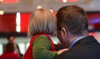 Familie und Karriere unter einen Hut zu bekommen, ist für viele Männer eine schwierige Aufgabe. (Foto)
