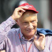Niki Lauda verunglückte 1976 beim Formel-1-Rennen auf dem Nürburgring schwer. Er zog sich schlimmste Verbrennungen und Verätzungen der Lunge zu.