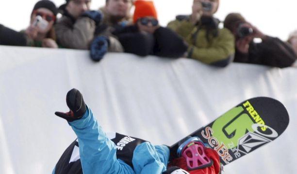 Snowboarder Kevin Pearce stürzte in Vorbereitung auf die Olympischen Winterspiele in Vancouver 2010 in der Halfpipe so schwer, dass er wochenlang im Koma lag. Er überlebte, musste das Sprechen und Gehen neu lernen.