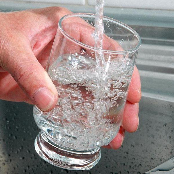 Hilft Wassertrinken wirklich beim Abspecken? (Foto)
