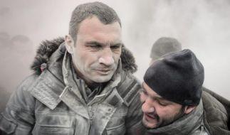Oppositionsführer Vitali Klitschko wurde während der Proteste in Kiew mit Trockenlöschmittel besprüht. (Foto)