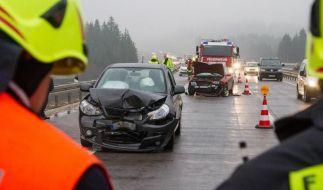 Unfälle im Minutentakt: Die Feuerwehr im Dauereinsatz. (Foto)