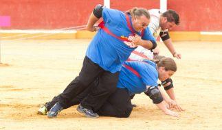 Während Ralf (l.) und Marc (r.) noch um den Sieg kämpfen, bekommt ein Team den gesamten Ärger der anderen Kandidaten zu spüren ... (Foto)