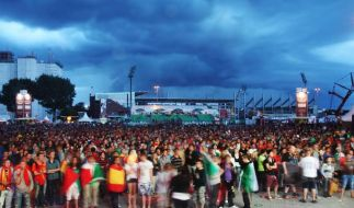 Regierung: Public Viewing bei Fußball-WM auch nachts (Foto)