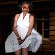 Ingeburg Giolbass (84) posiert gekonnt als Marilyn Monroe.