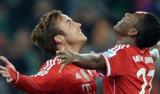 Sie sind halt nicht zu schlagen: Mario Götze und David Alaba bejubeln das 1:0 für den FC Bayern. (Foto)