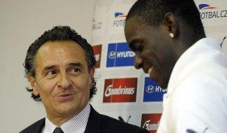 Nationalcoach Prandelli:Balotelli braucht viel Liebe (Foto)