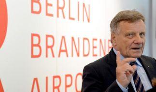 Bundestags-Ausschuss befragt Berliner Flughafenchef Mehdorn (Foto)