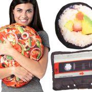 Weg mit den langweiligen Sofakissen - hier kommen Pizza, Fernseher und Sushi zum Kuscheln!