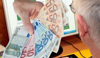 Wer bei seiner Hausbank keinen Kredit bekommt, kann sich auf Internetplattformen von Privatpersonen Geld leihen. (Foto)