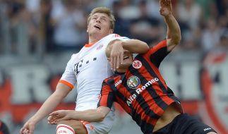 Am Sonntag Konkurrenten, ab Sommer Kollegen: Bayerns Toni Kroos (links) und der Frankfurter Sebastian Rode im Infight. (Foto)