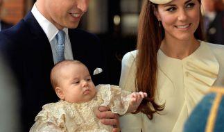 Die letzten Fotos von Baby-Prinz George stammen von seiner Taufe im Oktober. Mittlerweile ist der Sohn von Prinz William und Herzogin Kate sechs Monate alt. (Foto)