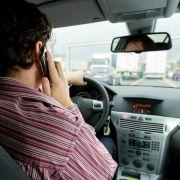 Telefonat während der Autofahrt: Punkte, Bußgeld oder sogar Fahrverbot? (Foto)