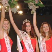 Vanja Rupena (M) ist Miss Kroatien, gefolgt von Natalja Bedekovic (l) und Iva Marcelic (r)