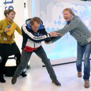 Rangeln um die Zuschauergunst: Die Olympiasieger und ARD-Experten Markus Wasmeier (links) und Dieter Thoma im Studio.