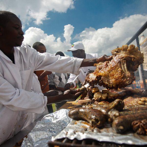 Köche servieren Menschenfleisch (Foto)