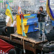 Ruslana spielt Klavier auf Kiewer Barrikaden (Foto)
