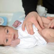 Beule am Bauch: Ein Nabelbruch ist meist harmlos (Foto)