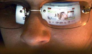 Bei Partnerbörsen im Netz auf versteckte Kosten achten (Foto)