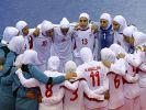 Männer in Frauengewändern? Das iranische Fußball-Nationalteam beim Women Indoor Soccer Championship 2012. (Foto)