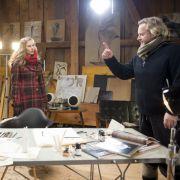 Der Künstler Georg Ittermann (Gregor Seberg, r.) zeigt unkontrollierte Wutausbrüche. Seine Freundin Marie (Picco von Groote, M.) und Dr. Gruber (Hans Sigl, l.) machen sich Sorgen.