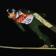 Alle vier DSV-Springer im Wettkampf von der Großschanze (Foto)