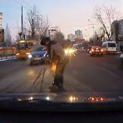 Hilfsbereite Russen werden zum Youtube-Hit (Foto)