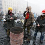 Ukrainische Opposition räumt öffentliche Gebäude (Foto)