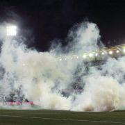 Tränengas-Attacke: Spiel in Villarreal unterbrochen (Foto)