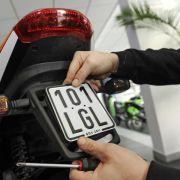 Aus Grün wird Schwarz: Neue Moped-Kennzeichen ab 1. März (Foto)
