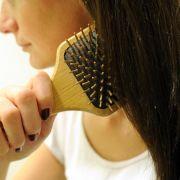 Anti-Aging-Wirkstoff Hyaluronsäure pflegt lange Haare (Foto)